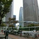 新宿警察裏の交差点風景